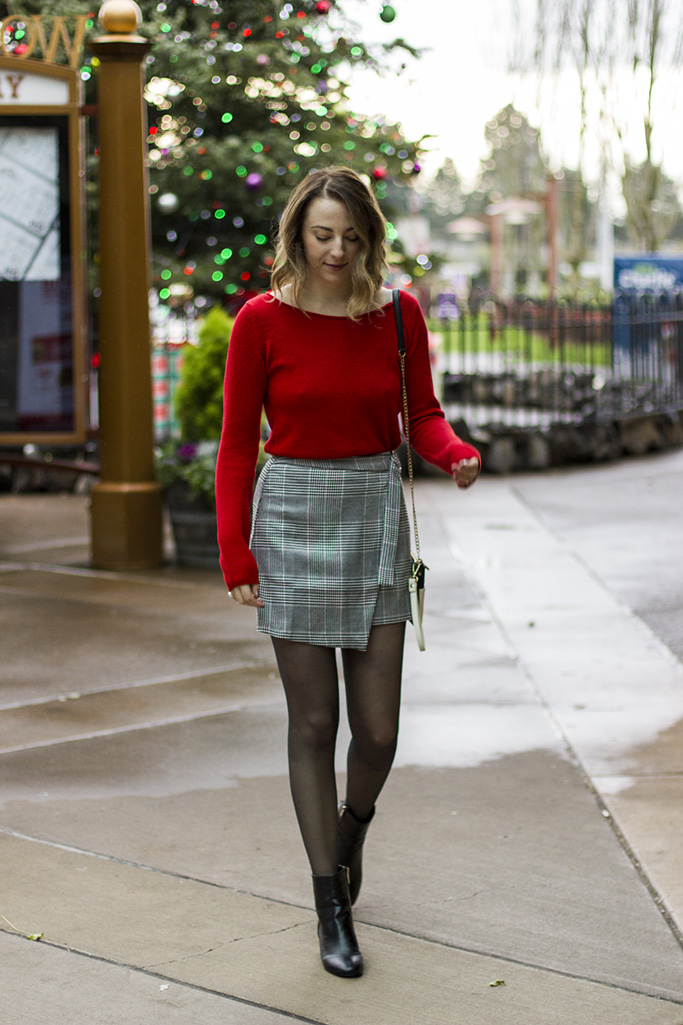chic holiday outfit